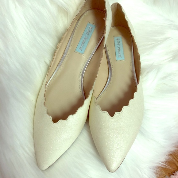 f6f51e6f75e Nordstrom Rack NWT BETSEY JOHNSON SCALLOPED FLATS
